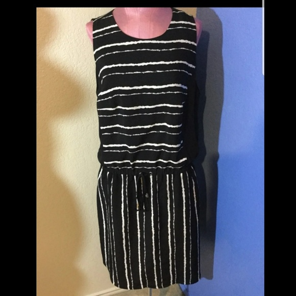 Vince Camuto Dresses & Skirts - Vince Camuto Black White Striped Waist